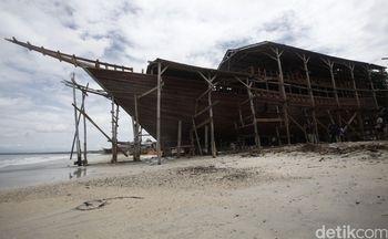 Melihat Pembuatan Kapal Phinisi Miliaran Rupiah