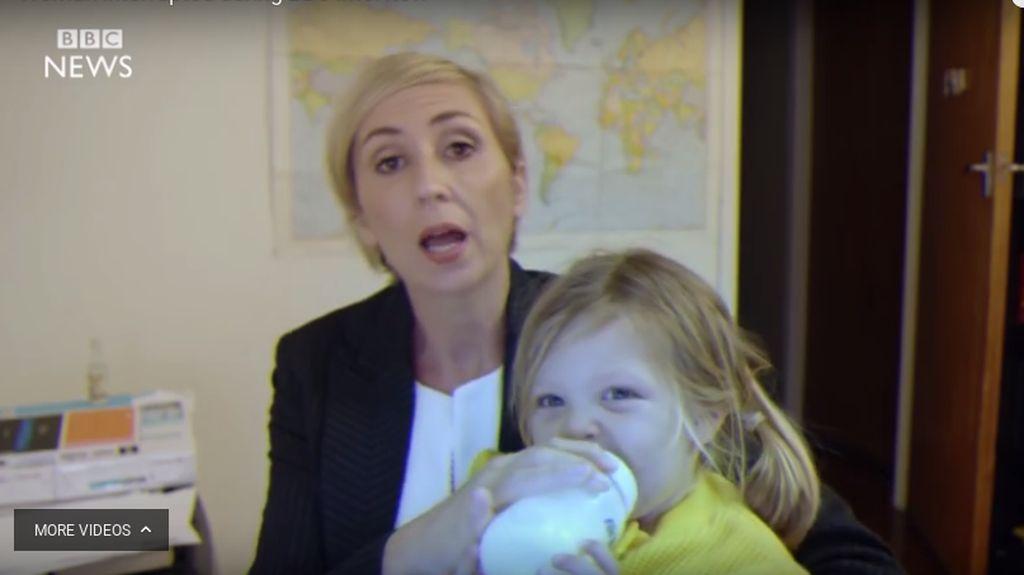 Kocak, Video Parodi Profesor yang Diganggu Anak Saat Diwawancara BBC