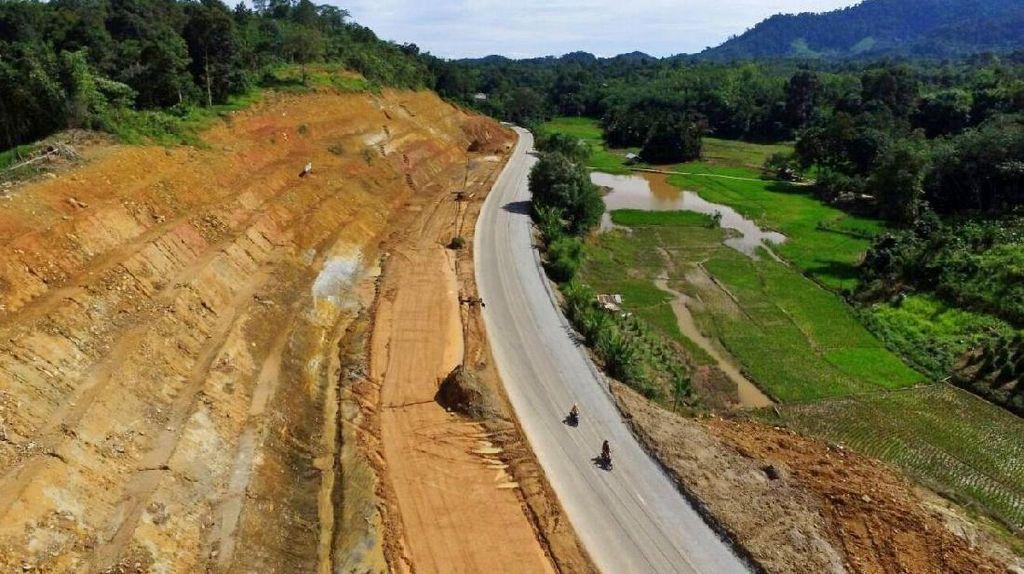 Jalan Perbatasan RI-Malaysia yang Dibanggakan Jokowi