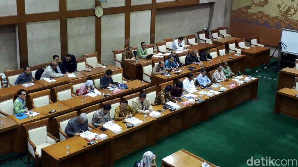 Rini Dilarang ke DPR, Sri Mulyani akan Sampaikan Hasil Rapat Komisi VI