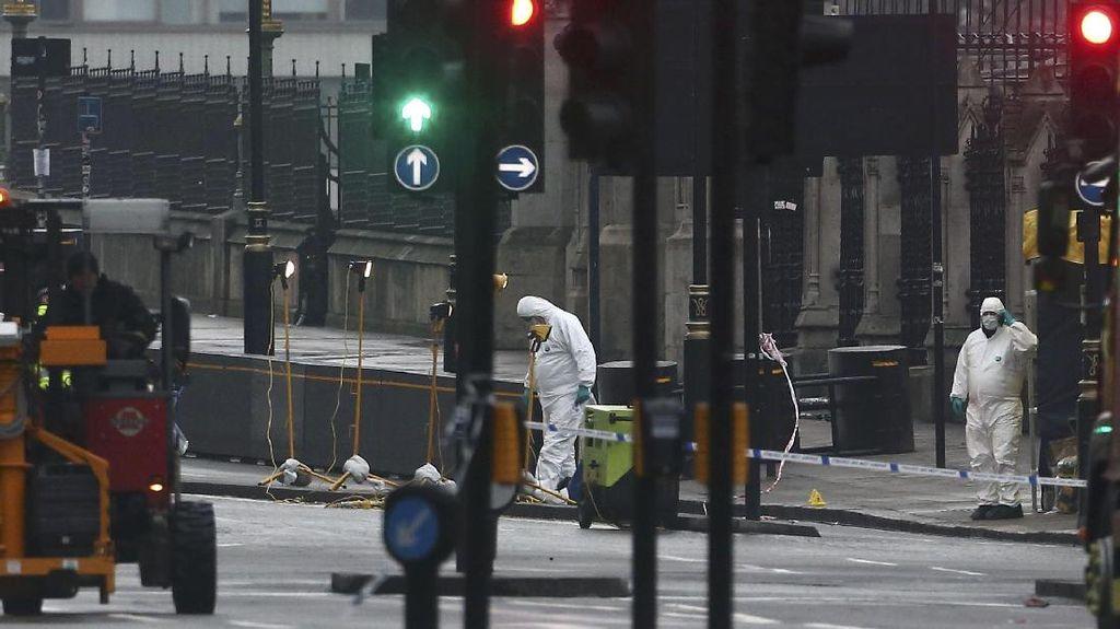 Tim Forensik Investigasi TKP Teror London