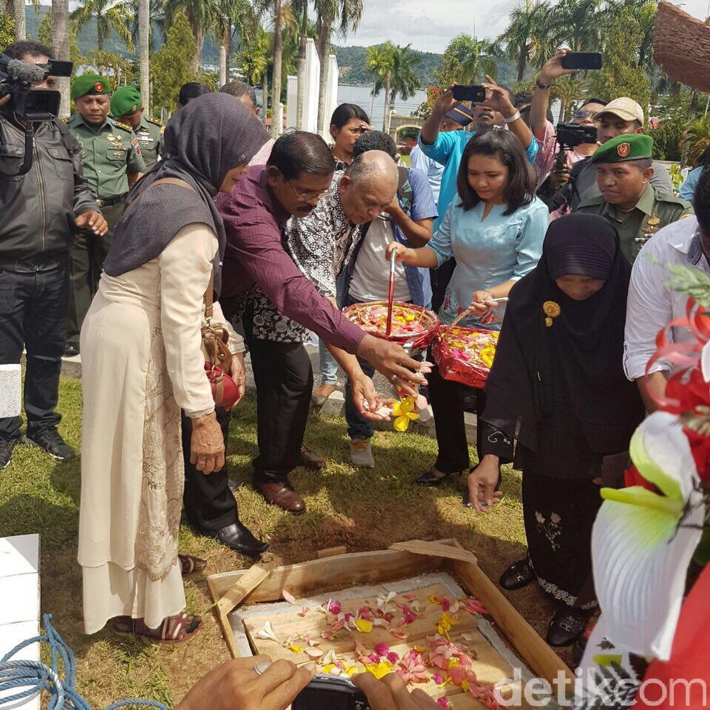Wagub Maluku Pimpin Pemakaman Ulang AJ Patty di TMP Ambon