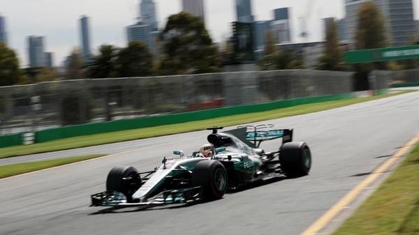 Hamilton Kembali Catat Waktu Tercepat