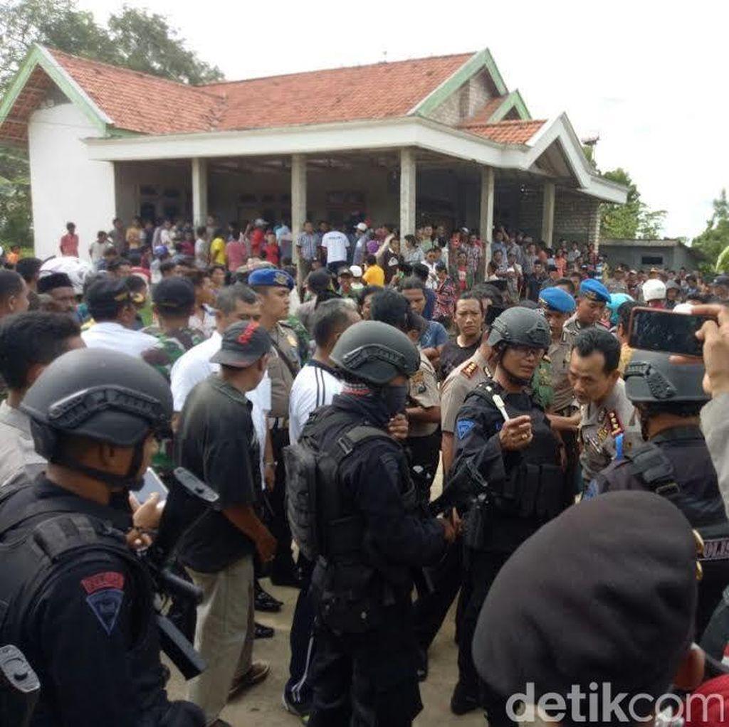 Dikira Pelaku Penculikan Anak, Orang Gila di Sampang Dihajar Warga