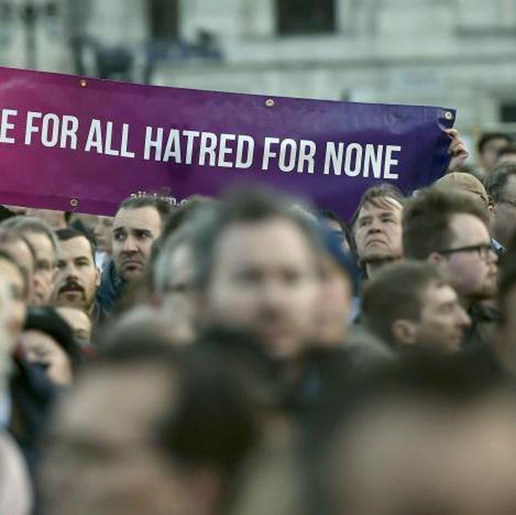 Berduka Teror London, Ratusan Orang Berkumpul di Trafalgar Square