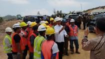 Jokowi Nge-vlog Apresiasi Para Pekerja Waduk Sei Gong yang Beragam