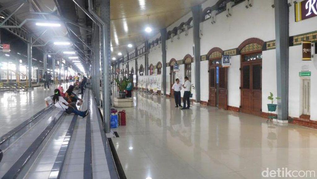 Mengagumi Arsitektur Stasiun Tawang