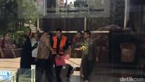 15 Jam Diperiksa, Andi Narogong Resmi Pakai Rompi Tahanan KPK