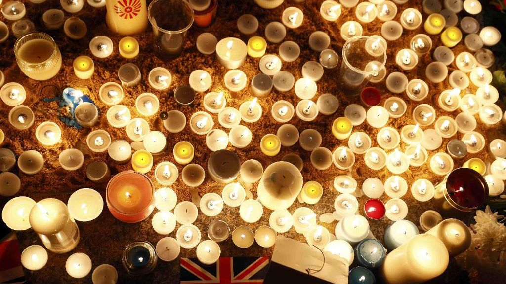 Ratusan Orang Berdoa untuk Korban Teror London