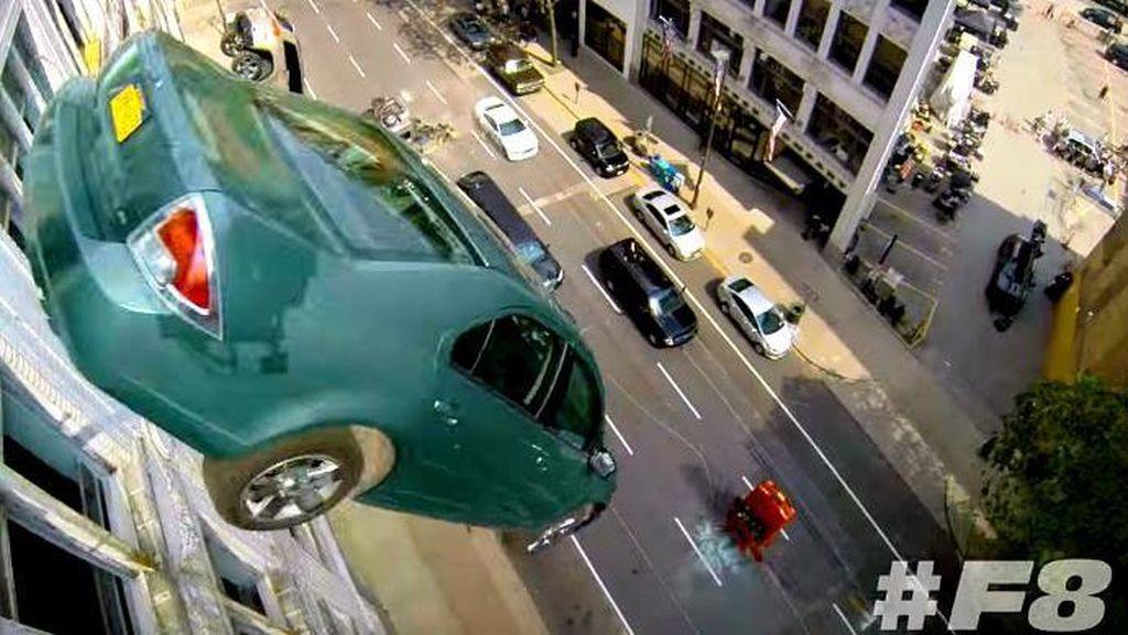 Ratusan Mobil Mewah Hancur di The Fate of The Furious