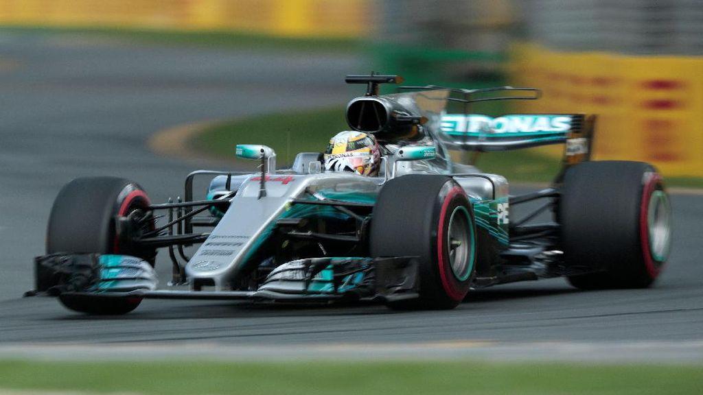 Kalahkan Vettel, Hamilton Pole di Melbourne