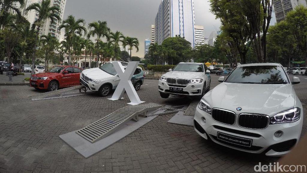 Yuk, Jajal Aneka Mobil BMW Seri X di Senayan