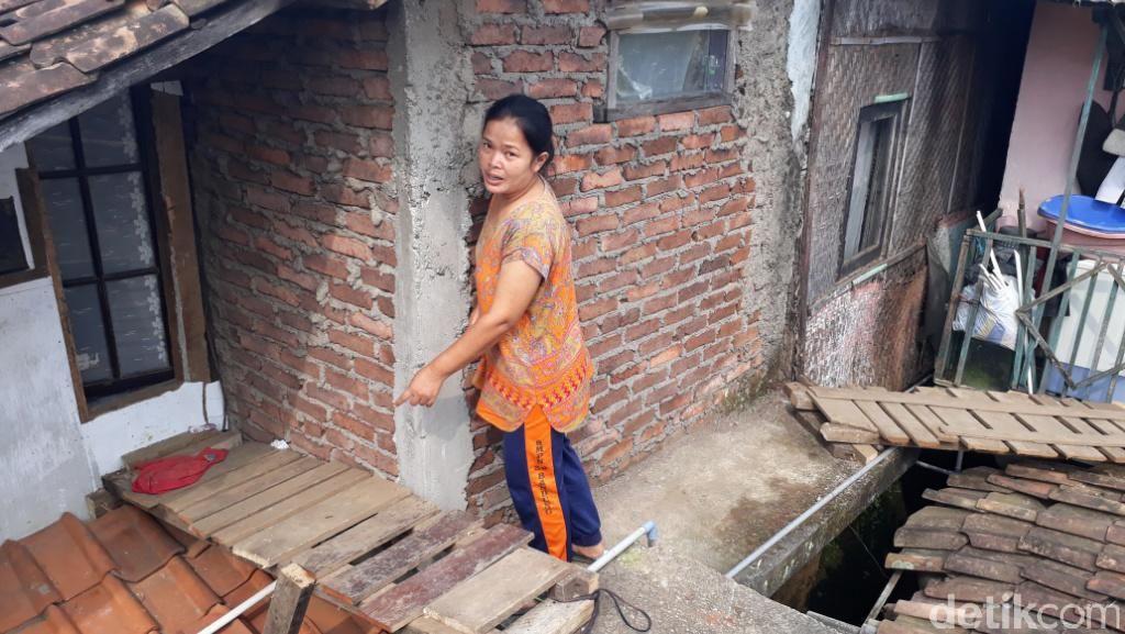 Cerita Korban Banjir Kabupaten Bandung yang Tinggal di Atap Rumah