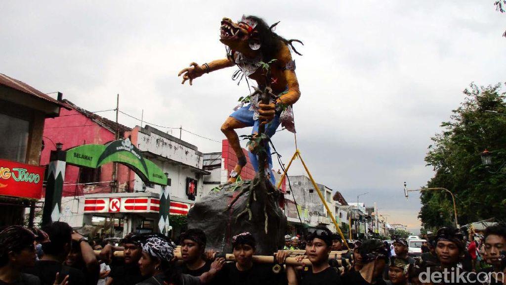 Pawai Ogoh-ogoh Jelang Hari Raya Nyepi di Yogyakarta