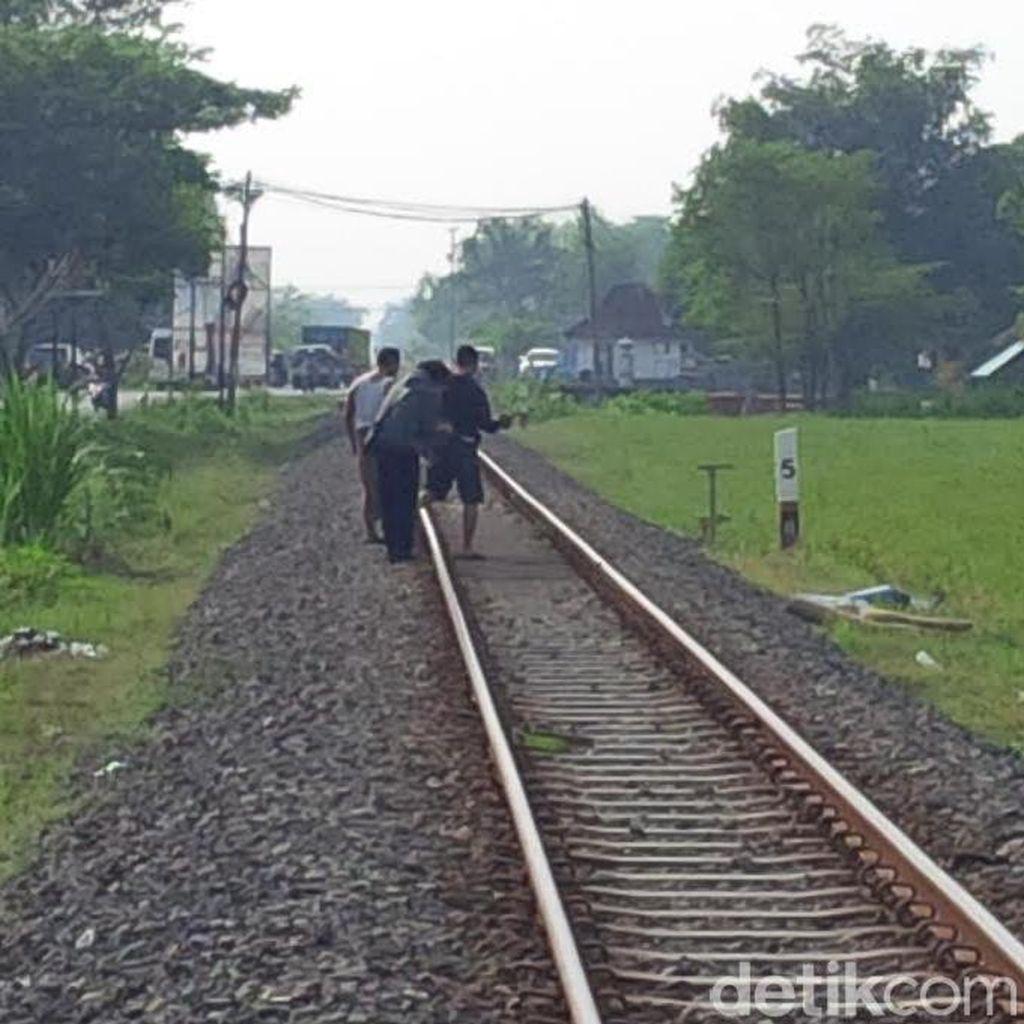 Wanita Tanpa Identitas Tewas Ditabrak Kereta di Probolinggo