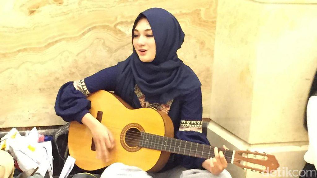 Hijabers Berwajah Arab Pamer Suara Merdu di Sunsilk Hijab Hunt 2017 Surabaya