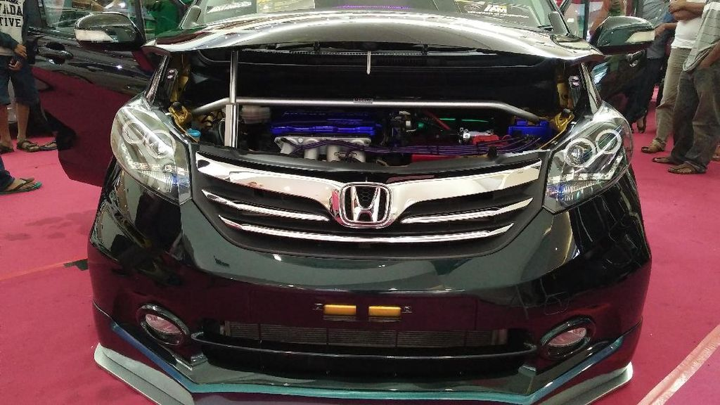 Honda Freed Berbalut Warna Bunglon