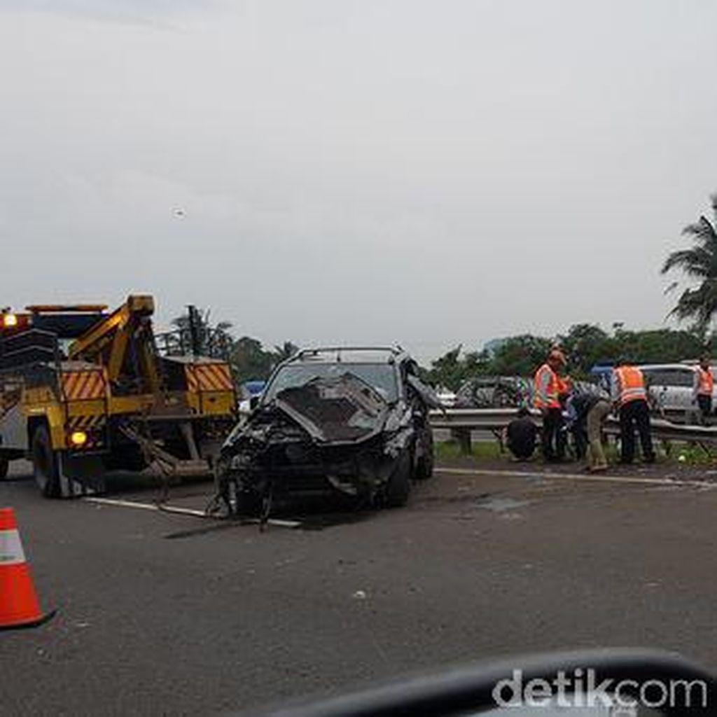 Lancer dan X-Trail Kecelakaan di KM 28, Jagorawi Arah Jakarta Macet