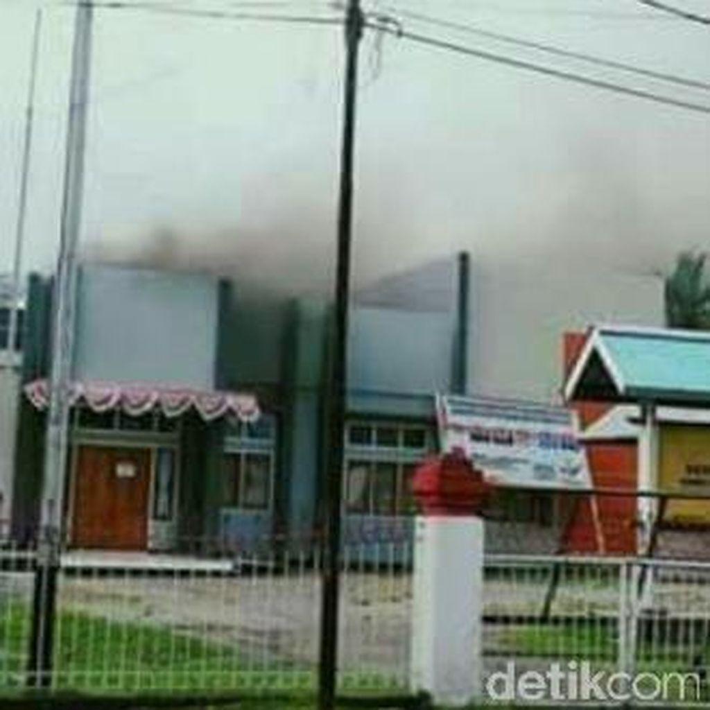 Jelang Rekapitulasi PSU, Kantor KPU Yapen Papua Terbakar