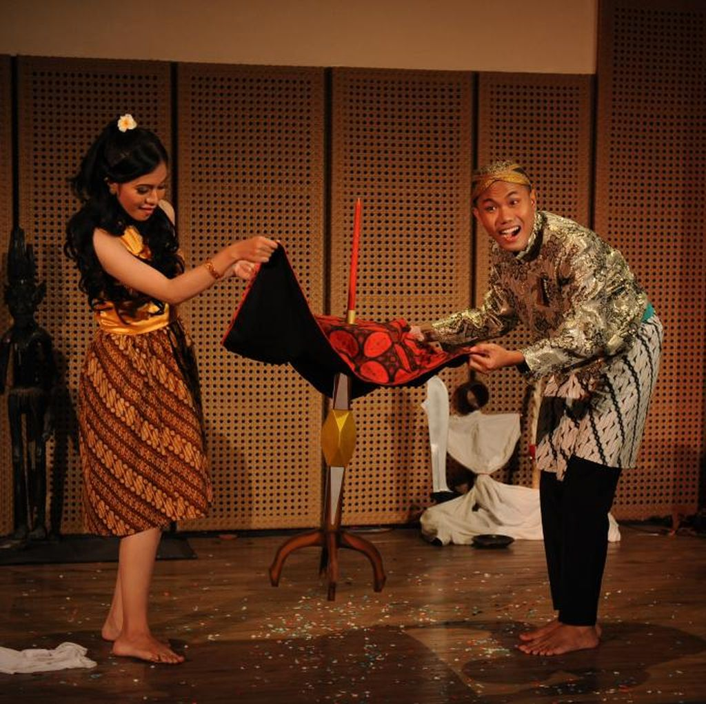 Semarang Magic Community Pentaskan Roro Sendari