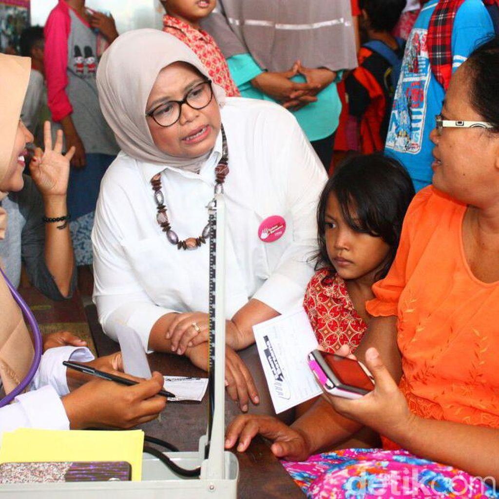 Istri Anies Sosialisasikan Program Doktor Keliling di Penjaringan