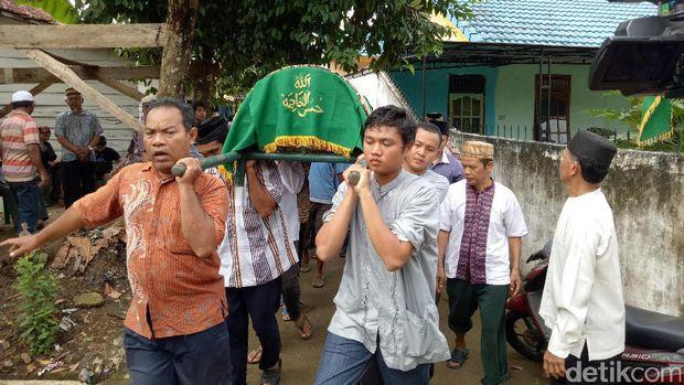 Suasana rumah duka, M Taufik Hidayat, mahasiswa Unsri yang meninggal saat mengikuti Diksar