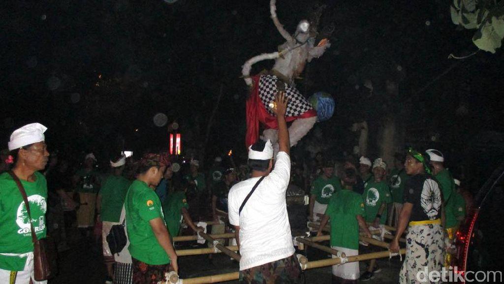 Ogoh-ogoh Diarak Keliling Kampung di Yogyakarta