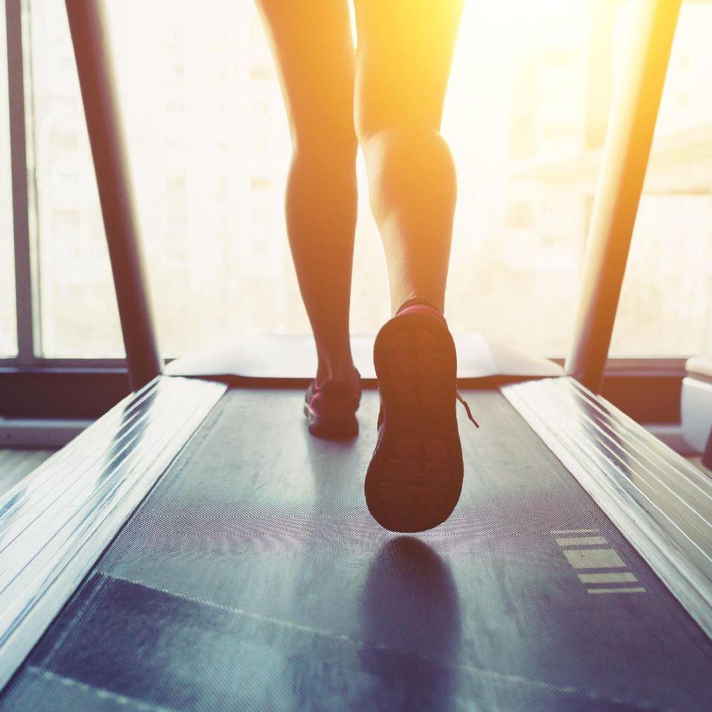 Trik Mengatasi Bosan Saat Olahraga di Atas Treadmill