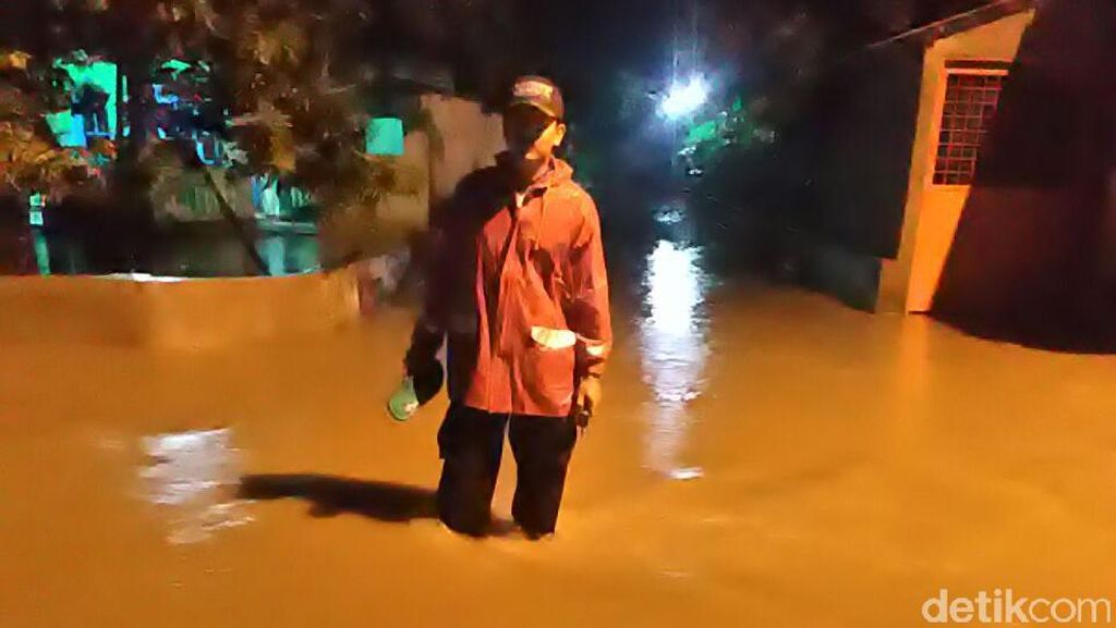 Banjir 1 Meter Rendam Ribuan Rumah di Mojokerto, Warga Diungsikan