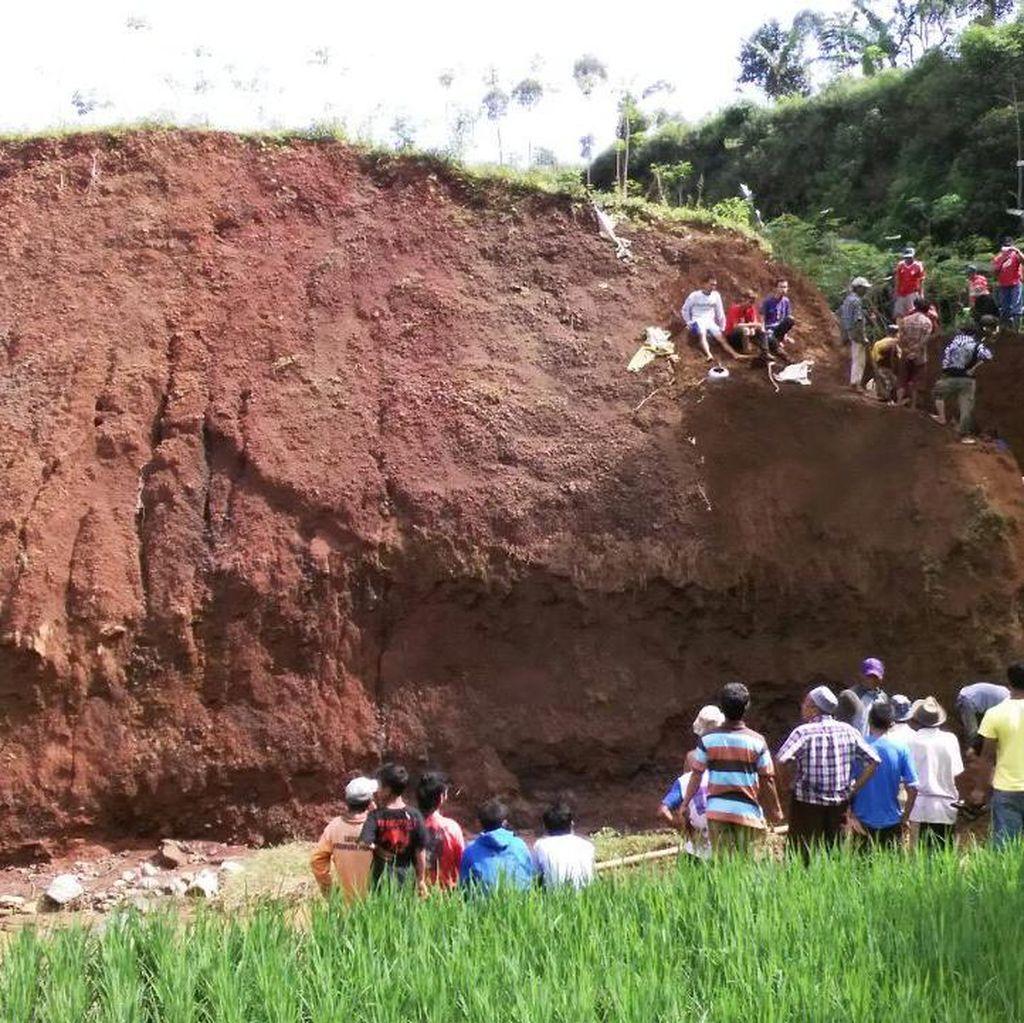 Longsor di Kampung Cipurut Bandung, Satu Orang Tewas