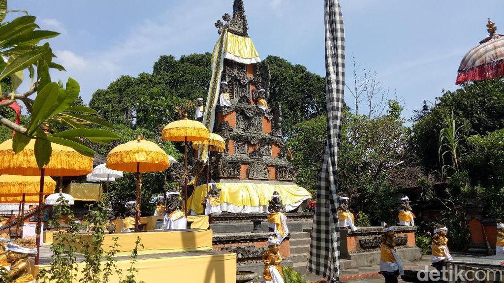 Nyepi, Umat Hindu Khusyuk Doa di Pura Aditya Jaya