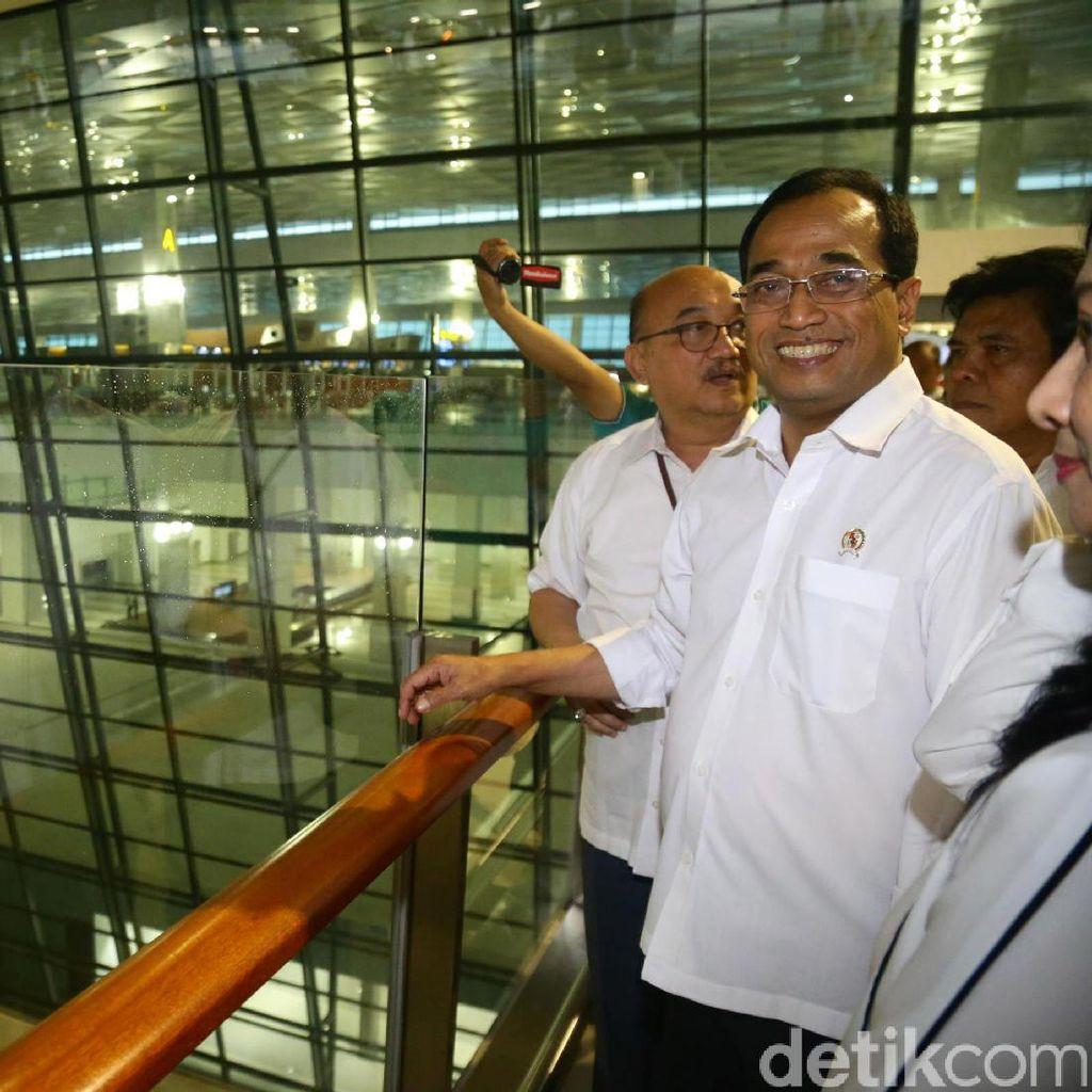 Menhub Tegur Lion Air soal Pilot yang Ajak Keluarga Masuk Kokpit