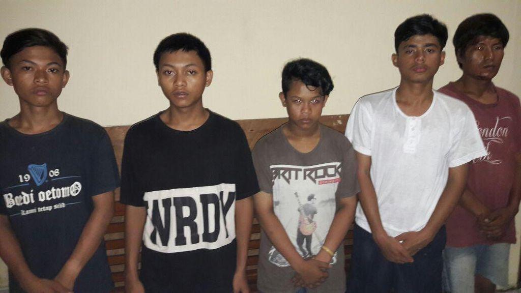 Polisi Tangkap 5 Begal yang Beraksi Pakai Sajam di Tanah Abang
