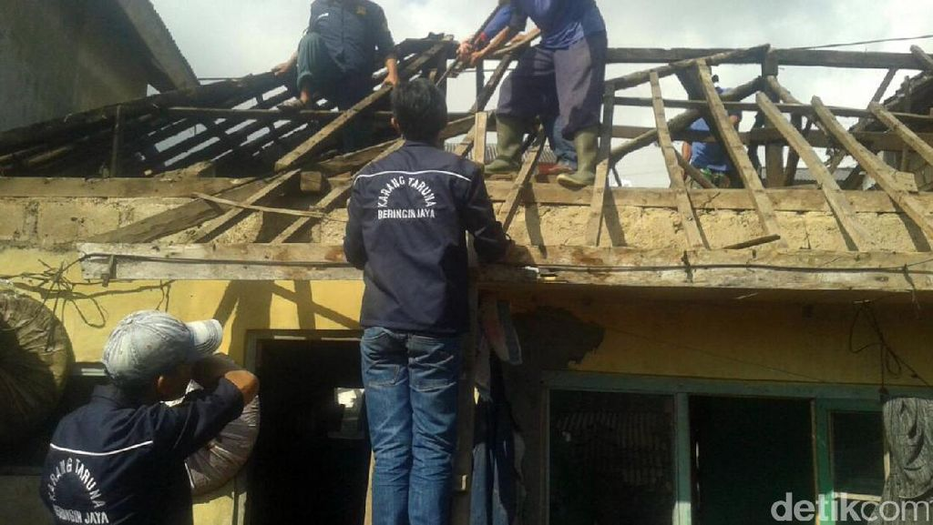 Rumah Juhdi Bocah Sepatu Menguap Asal Cianjur Direnovasi