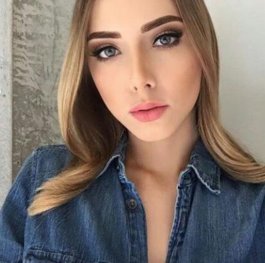 Wanita Cantik & Seksi Ini Ternyata Putri Eminem
