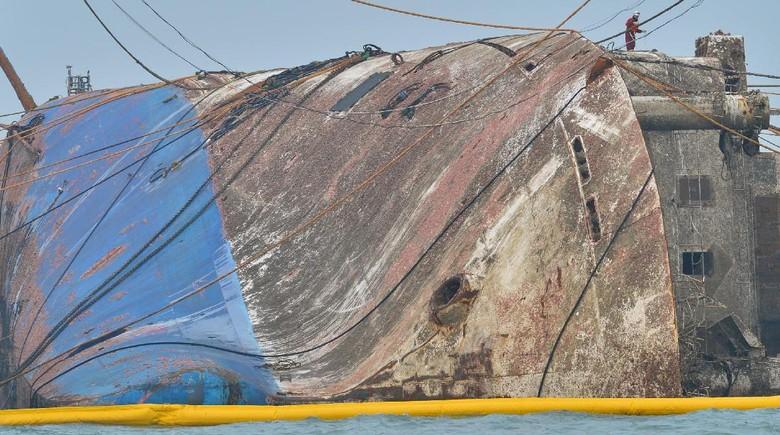 Bangkai Kapal Sewol Diangkat, Ditemukan Tulang Hewan di Dalamnya