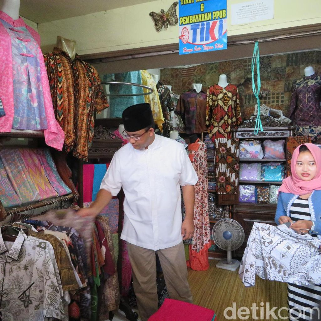 Mampir di Pekalongan, Anies Kunjungi Pasar Pemasok Batik ke Jakarta