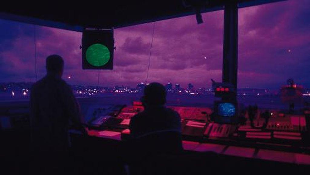 Pesawat Mau Mendarat, Petugas ATC Bandara Vietnam Malah Tidur