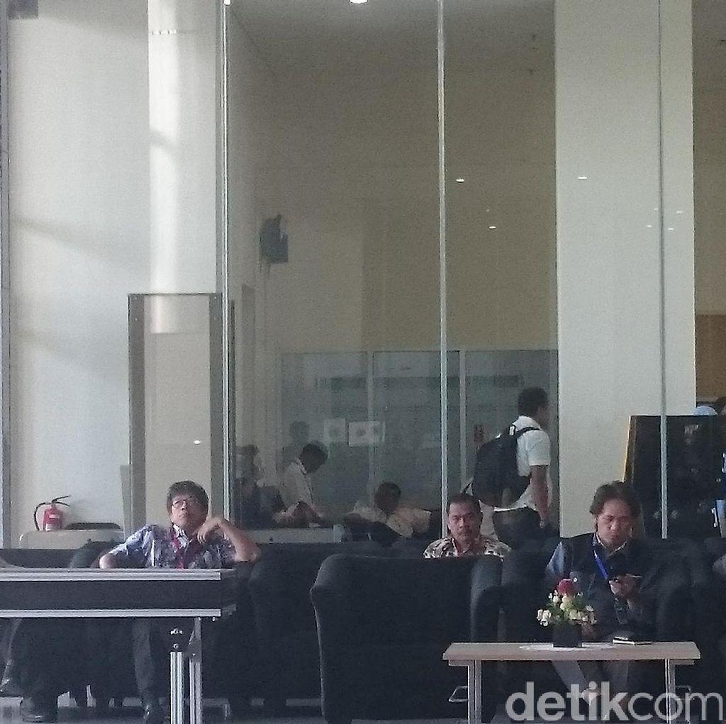 Pemeriksaan Saksi Pertama untuk Andi Narogong di Kasus e-KTP