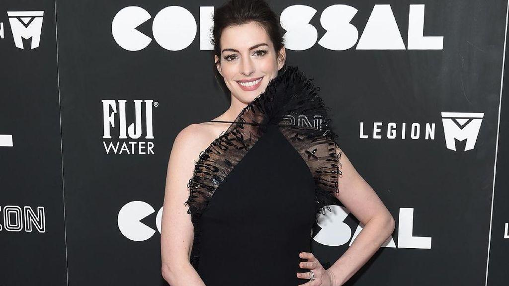 Setelah Emma Watson, Anne Hathaway Mulai Pakai Gaun Ramah Lingkungan