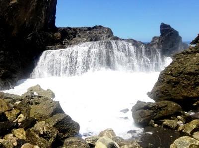 Air Terjun Laut, Fenomena Unik dari Lombok