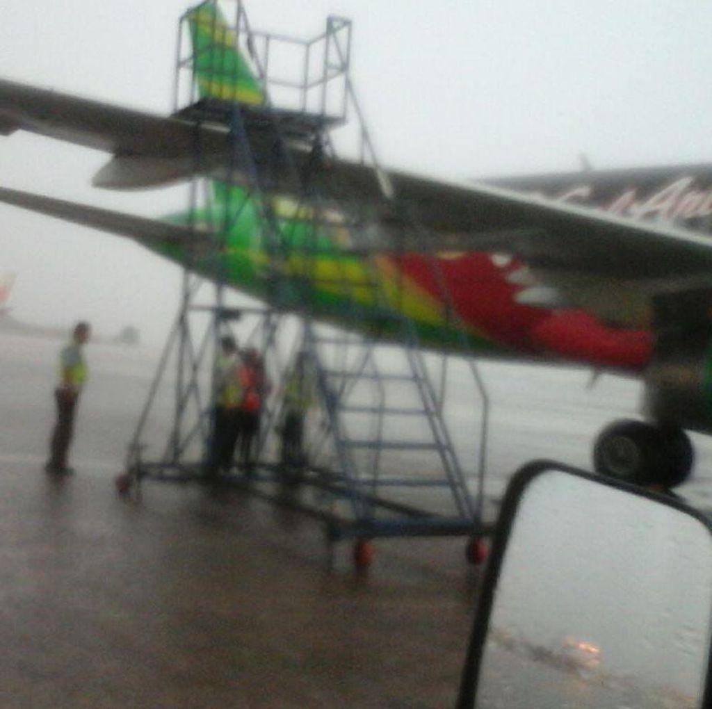 Hujan Deras di Cengkareng, Sayap Citilink Tertabrak Tangga Lion