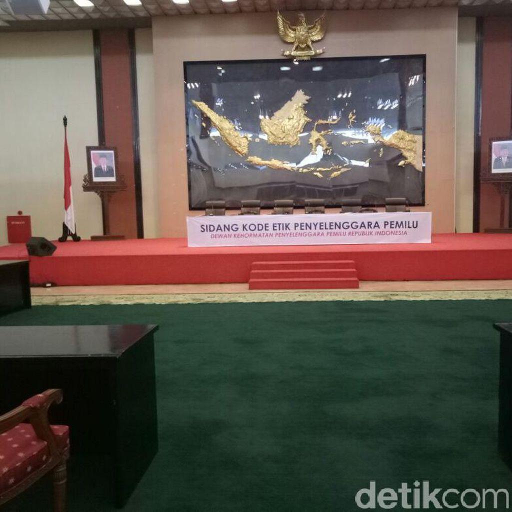 Dianggap Tak Netral, KPU-Bawaslu DKI Disidang DKPP di DPR
