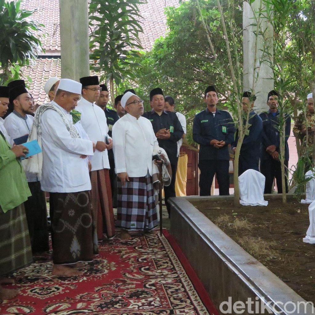 Anies Diskusi Soal Jakarta dengan Ulama di Ponpes Attauhidiyah