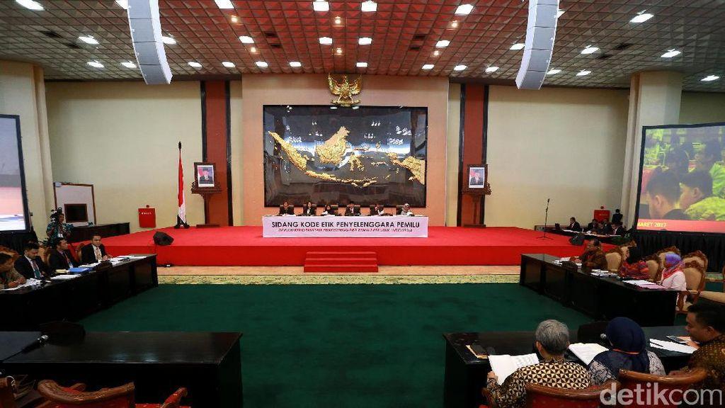 KPU dan Bawaslu DKI Terima Honor Saat Hadiri Acara Tim Ahok
