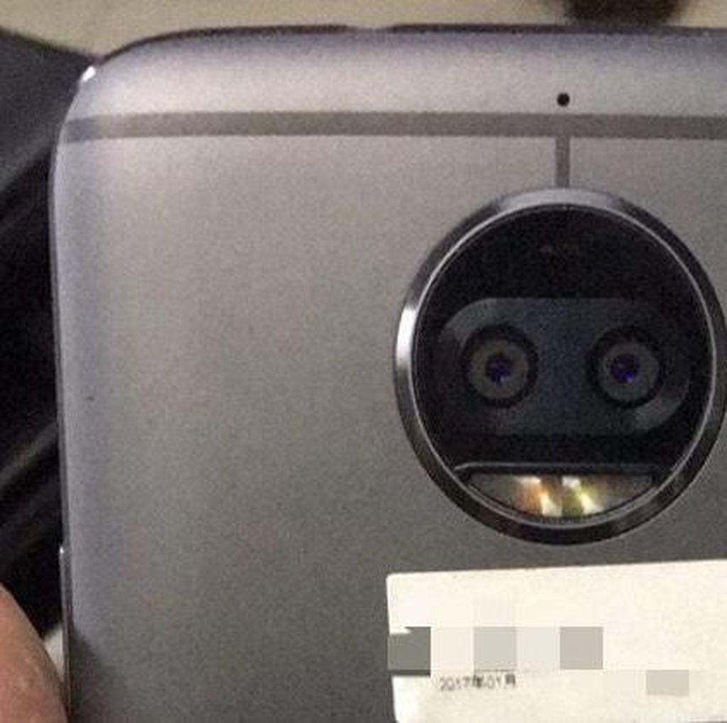 Moto X Anyar Sodorkan Kamera Ganda?