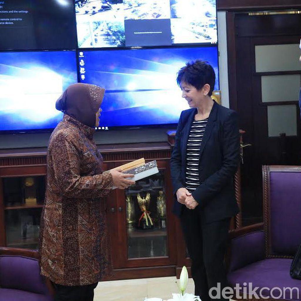 Bertemu Risma, Dubes Swiss Jajaki Kerjasama dengan Pemkot Surabaya
