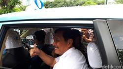 Duet Luhut dan Menhub Jajal Taksi Blue Bird Pakai Aplikasi Go-Jek
