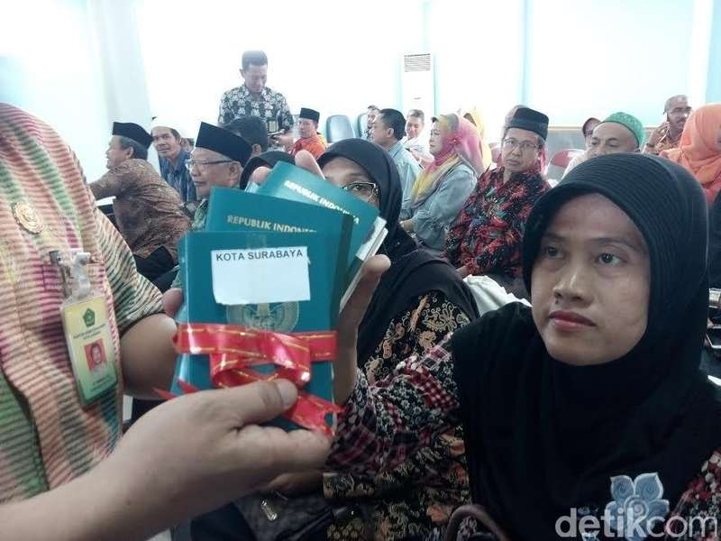 Paspor Calon Jamaah Haji di Jatim Mulai Didistribusikan