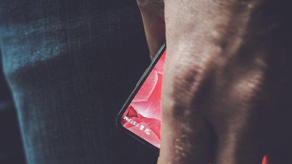 Bos Besar Google Pamer Pesaing Galaxy S8